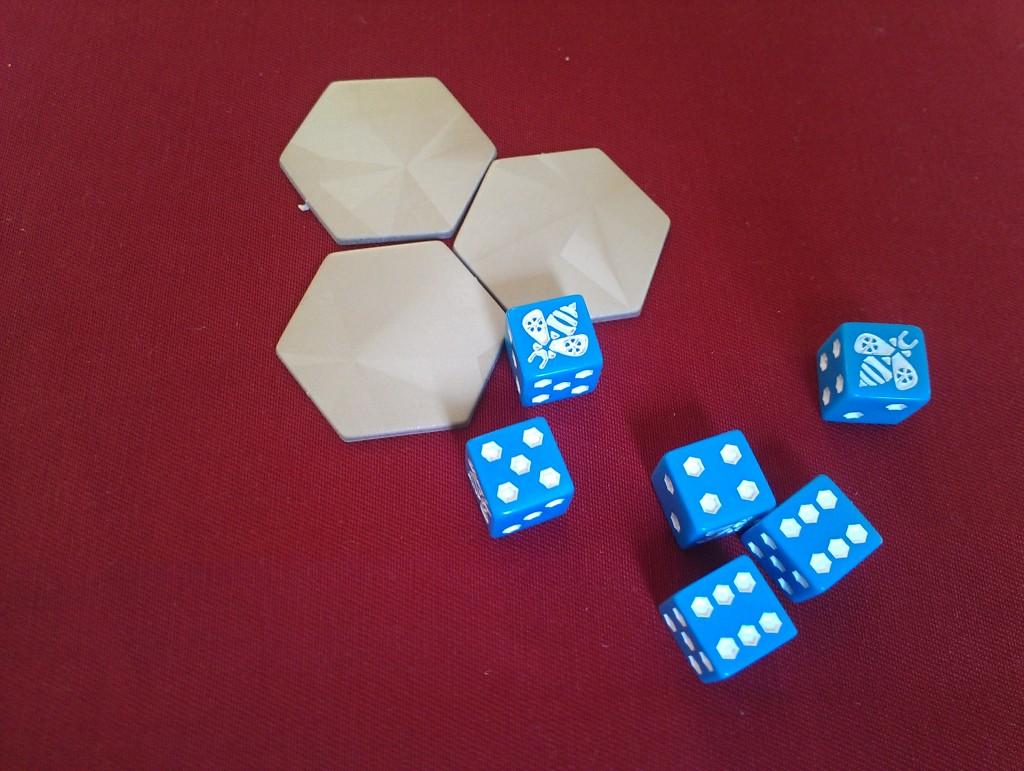 3. Всеки играч получава по шест зара (пчели) и кошер, съставен от три пити.