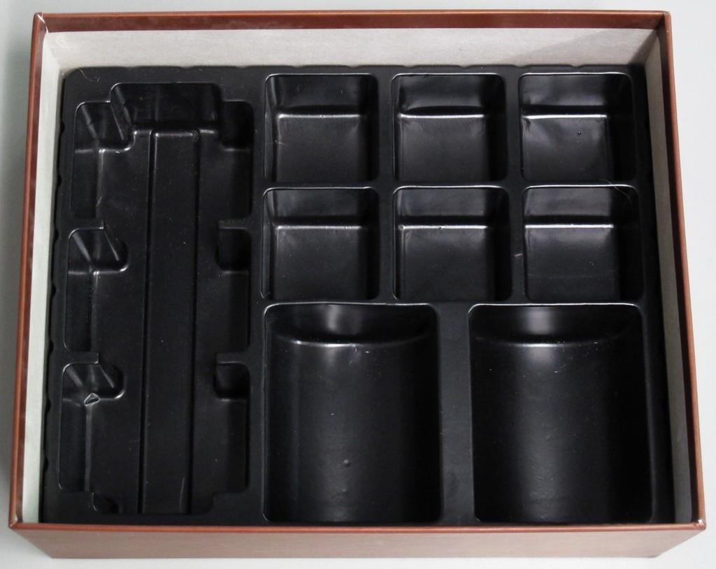 Кутията е безкрайно удобна. Играта се подрежда и прибира за под 2 минути!