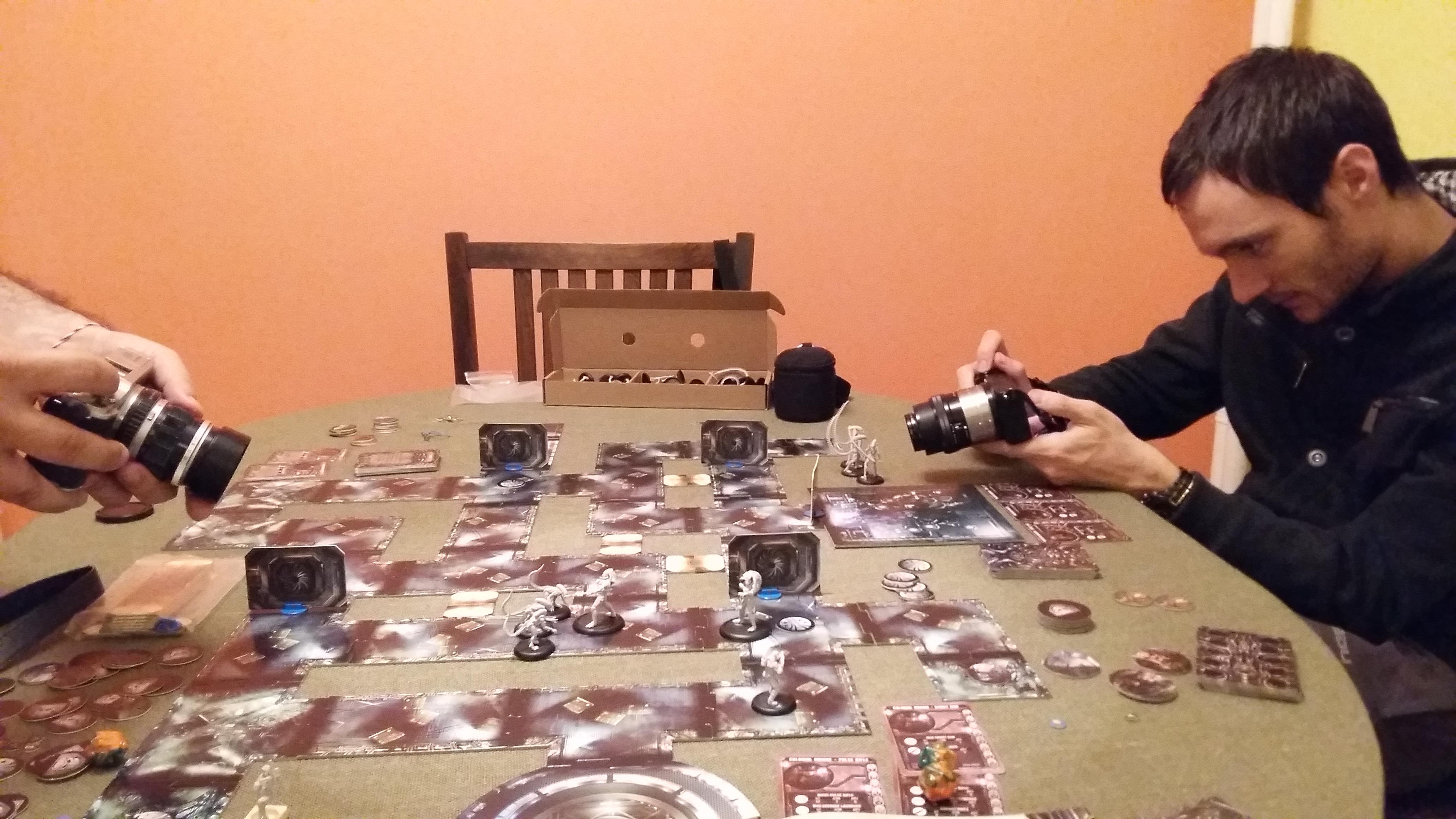 Тази игра се играе само с фотоапарат.