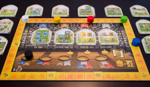 С 5 играчи рундовете са 5 (вместо 6) което спомага играта да не продължи твърде дълго.
