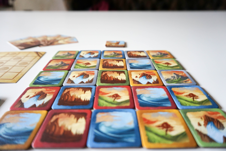 Dingo's Dreams – елементарна настолна игра с пъзел елемент
