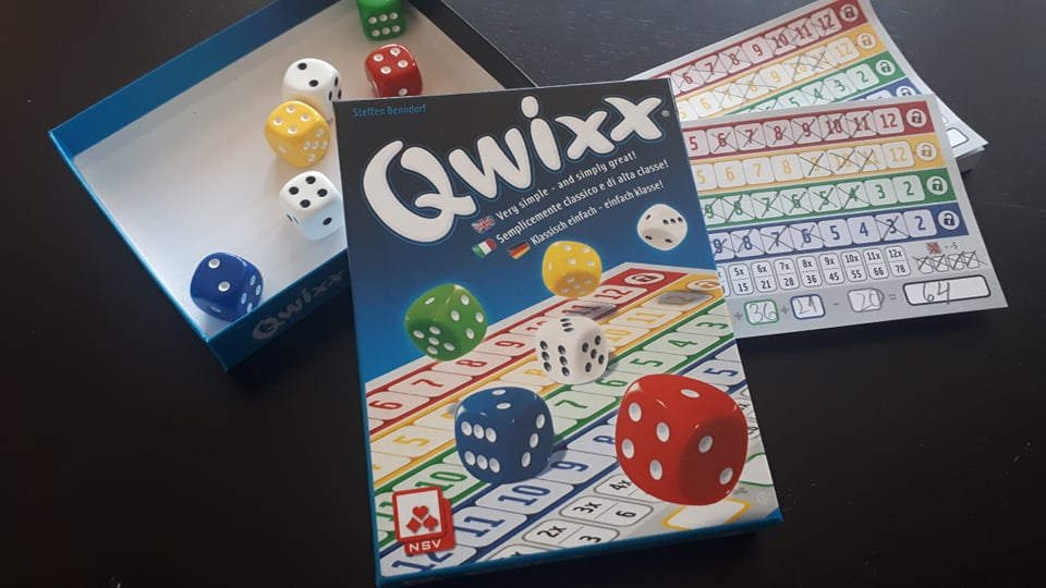 Qwixx – класиката, дефинираща Roll and Write жанра